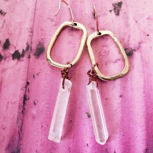 Jewelry - Hand hammered gold tone raw crystal earrings NEW